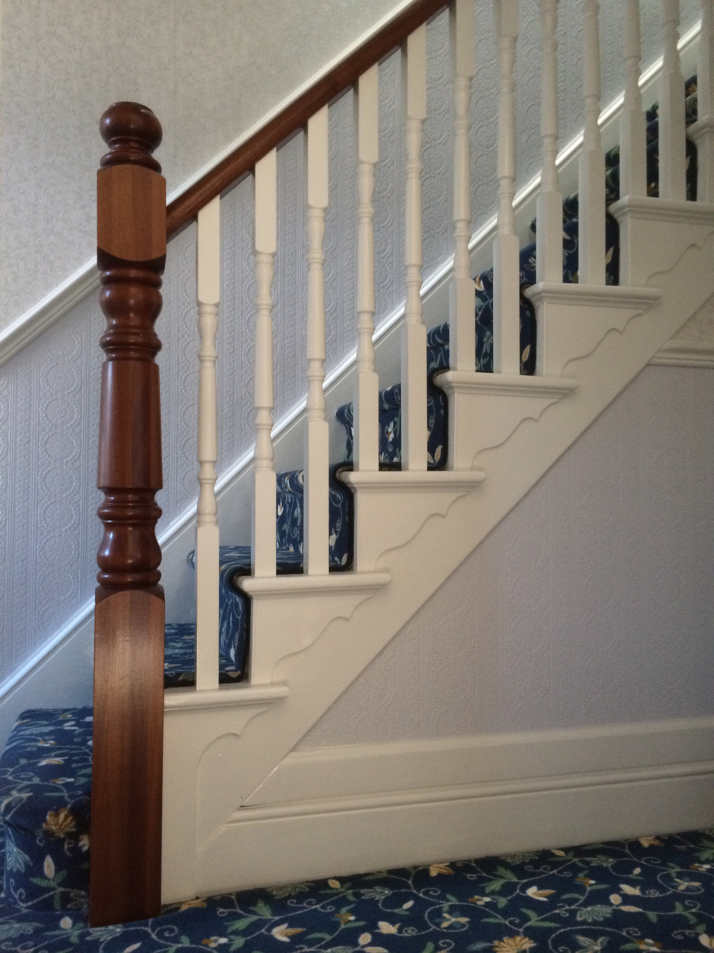 sapele/painted spindles